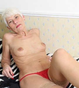 Babcia topless
